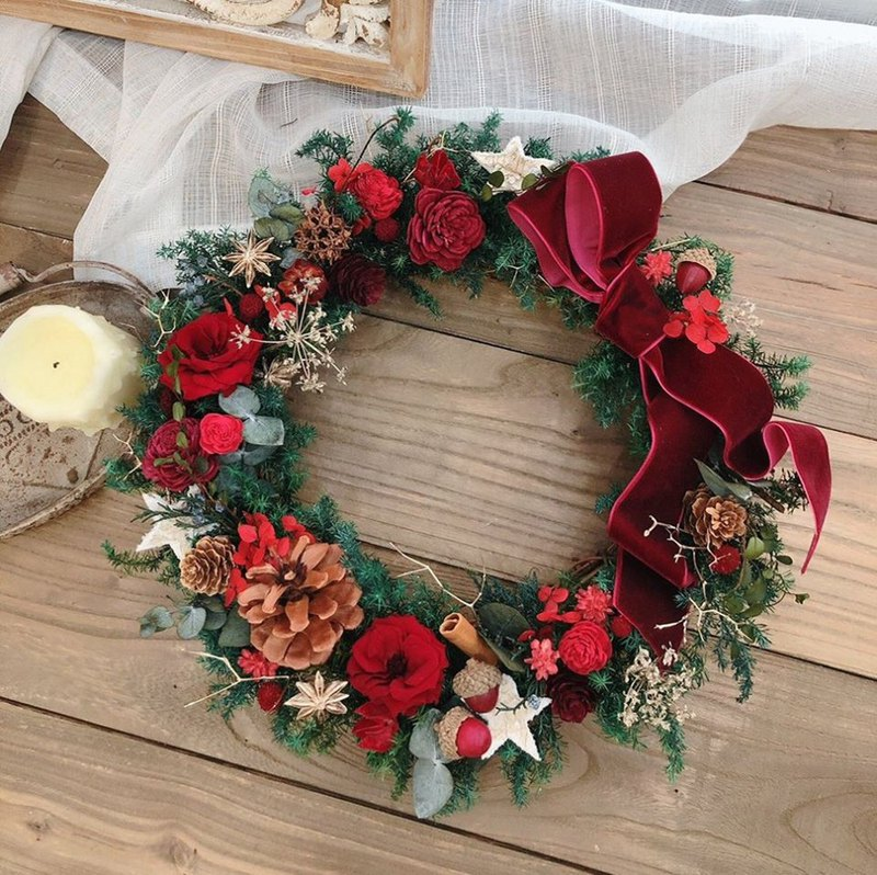 Little Girl, Lido, no flowers, Christmas wreath, (Christmas red)