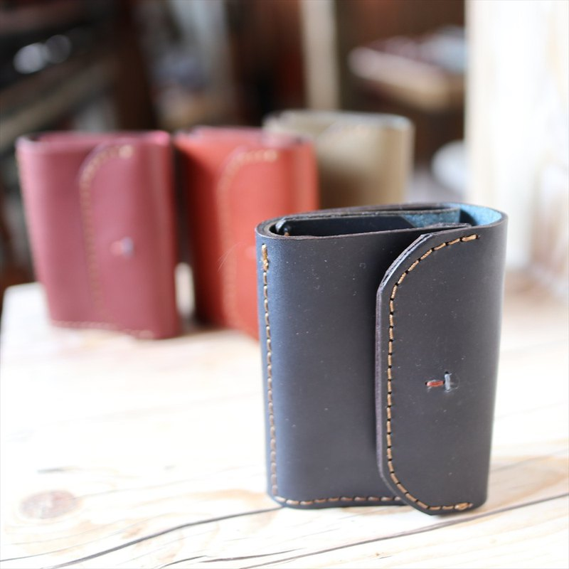 [Leather products made in Japan] olg-32 made with the functional design of the tri-fold currently popular mini wallet [Please choose the color from the following product types]