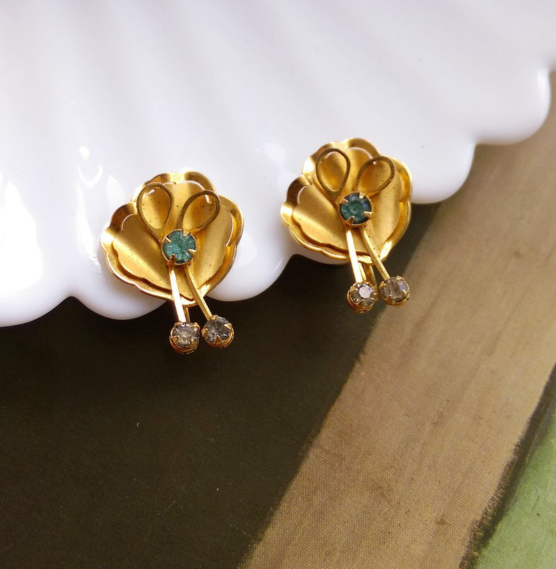 [Western antique jewelry / old pieces] Bugbee & Niles scallop flower bolt earrings