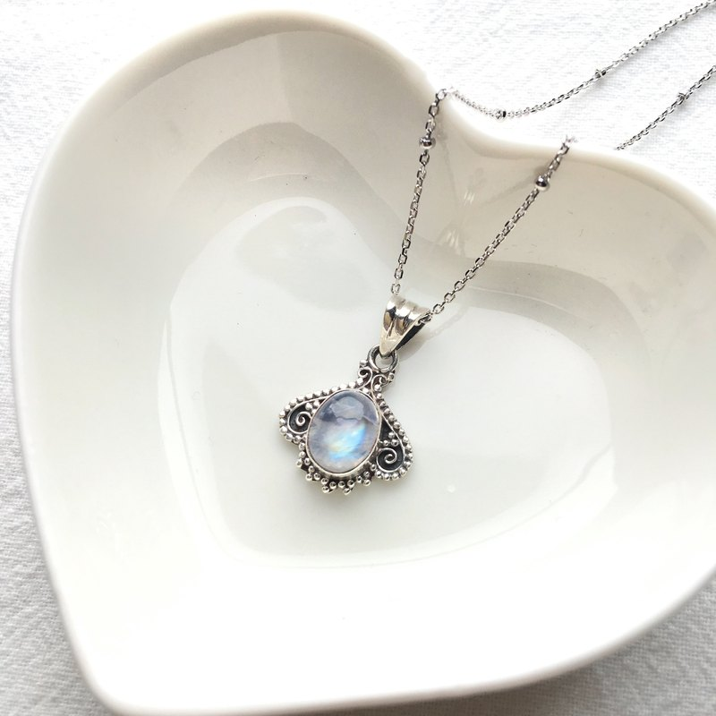 Moonstone 925 sterling silver Rococo style necklace Nepal handmade silverware
