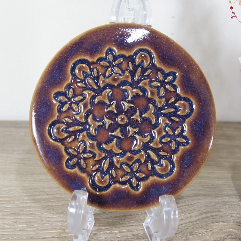 Pattern coaster - about 11.3 cm in diameter