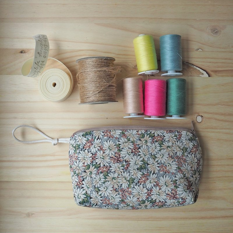 Howslife floral series hand made ‧ warm soft micro triangle cosmetic bag / sundries bag