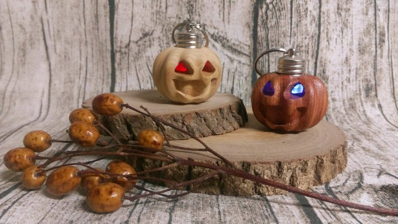 Log wood for pumpkin light key ring