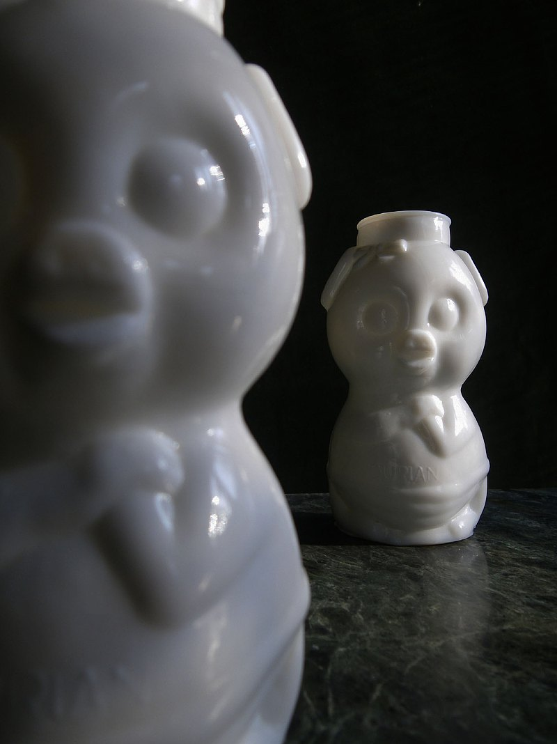 [Old Time OLD-TIME] Early Taiwanese Milk Glass Vase