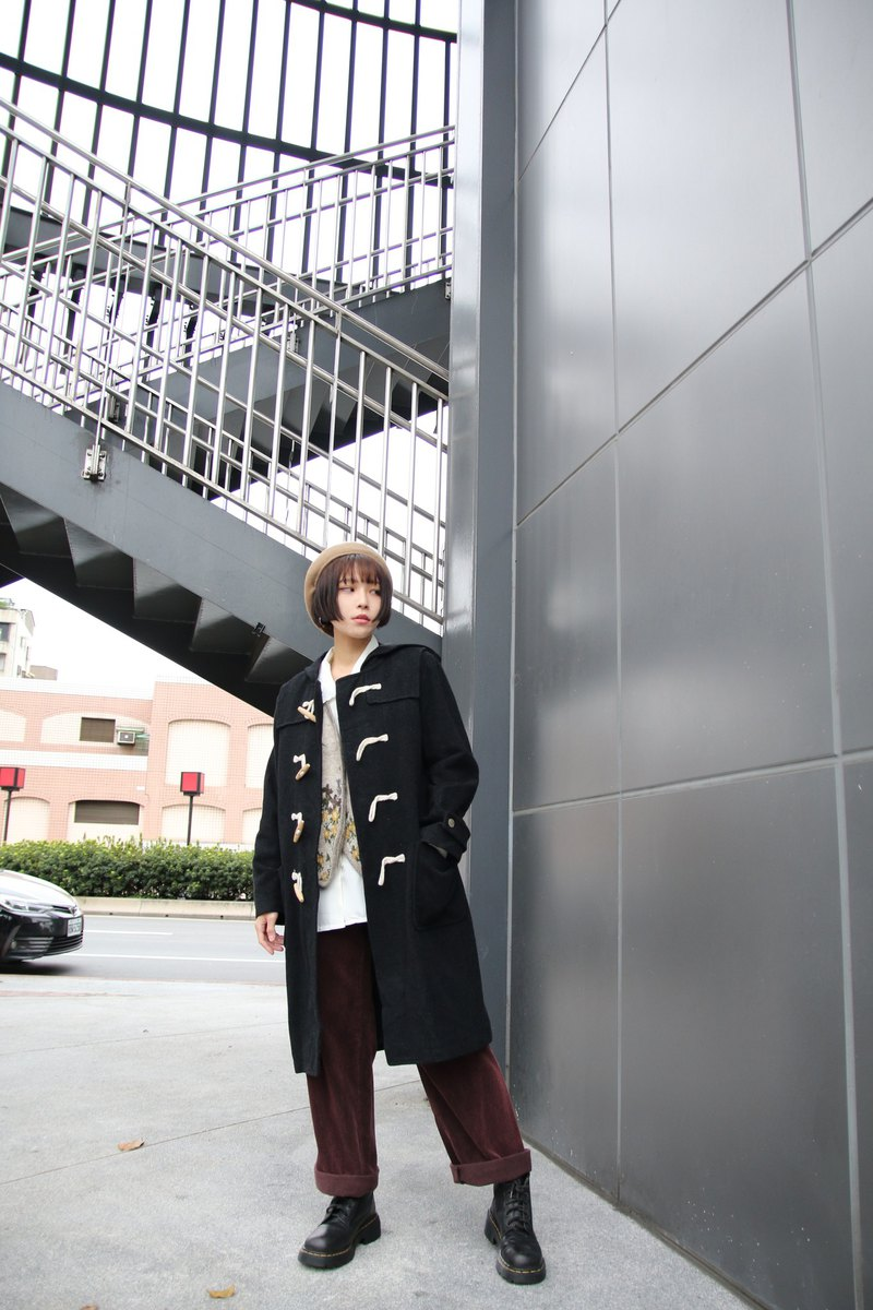 Back to Green:: Black wood horn buckle coat / / vintage coat
