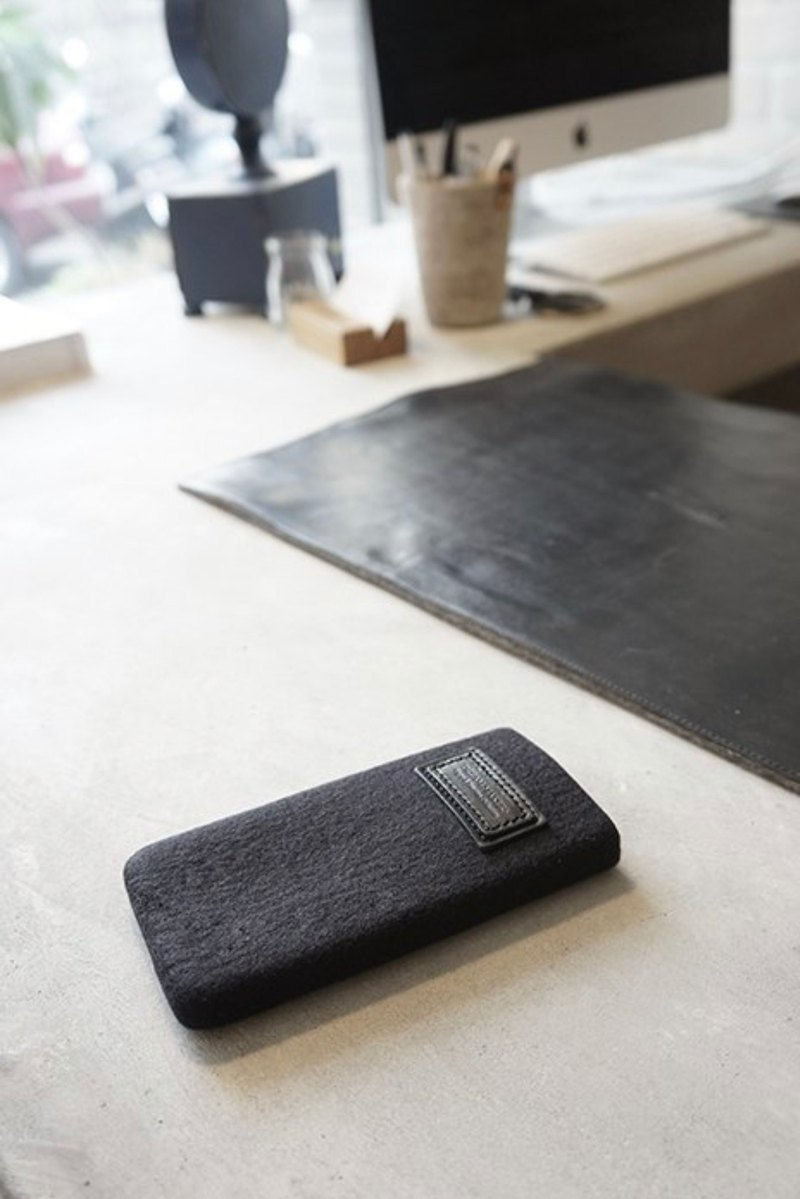 Custom-made Note 10 minimal wool phone bag