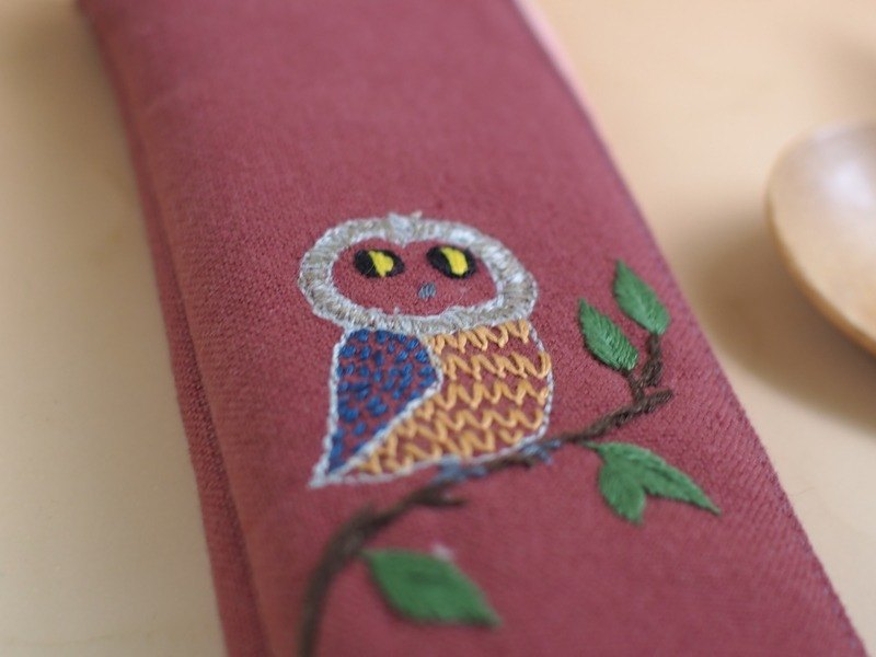 Eat Tugs * Embroidered Green Chopsticks Bag (with bamboo spoon / chopsticks) - Owl