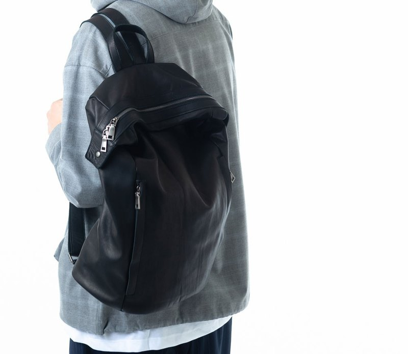Large-capacity three-dimensional multi-layered backpack black