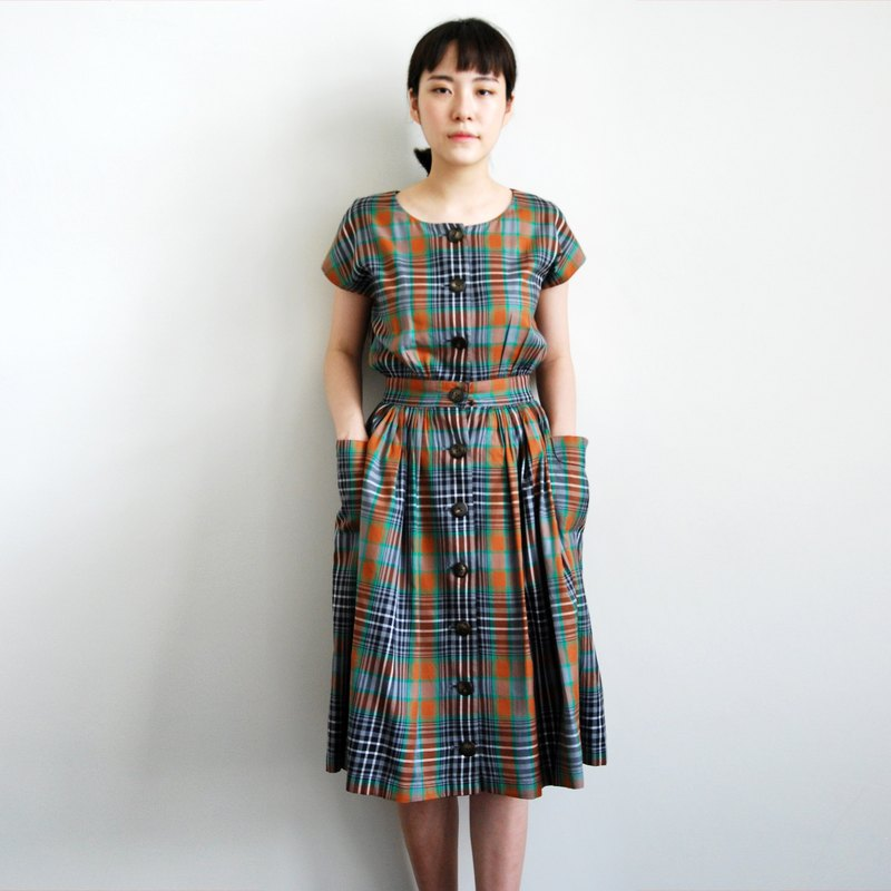 Pumpkin Vintage. Ancient checkered large pockets dress