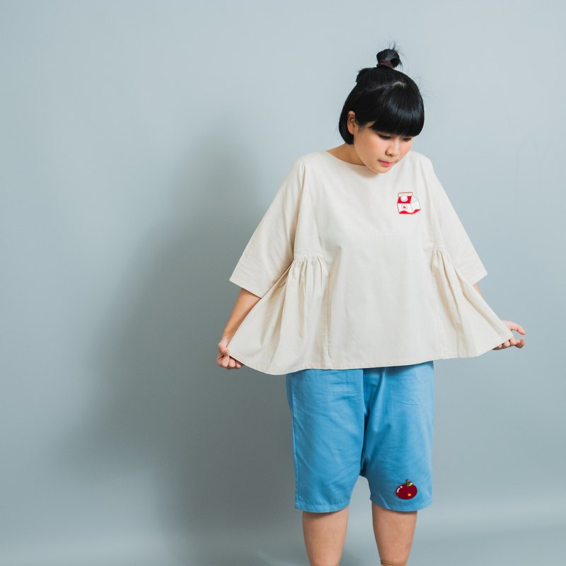 Loose cotton and linen white top / embroidered milk