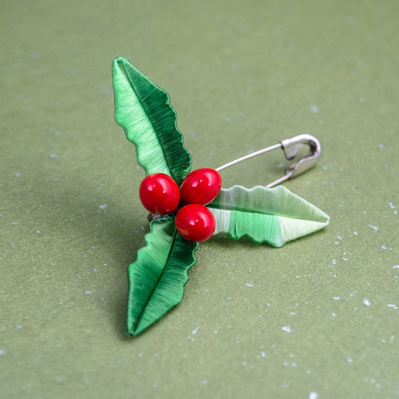 Christmas wreath - holly pin