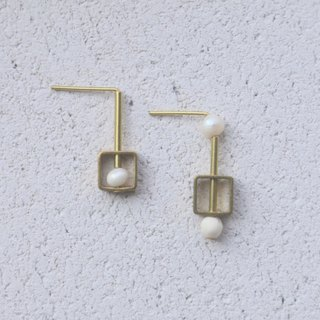 Pearl Brass Earrings 1082 Play