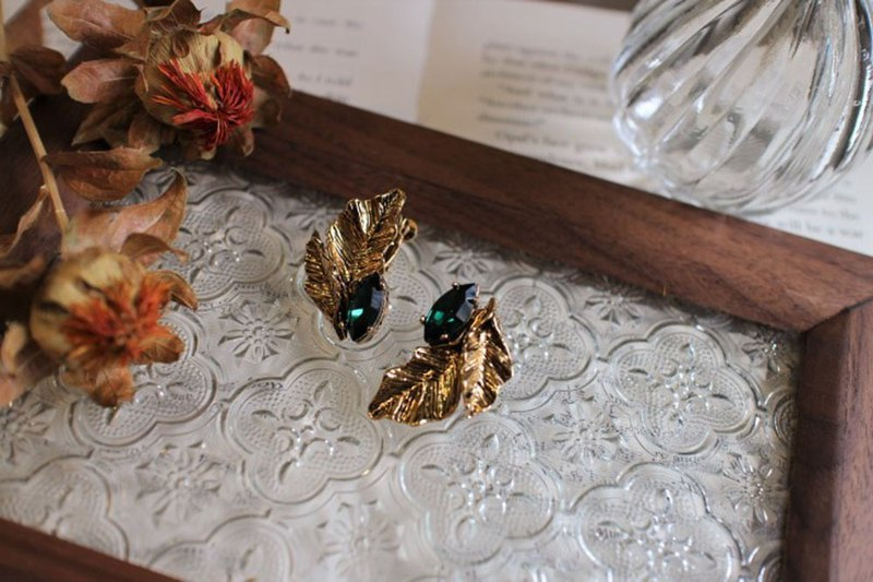 Summer Dinner Retro Party Emerald Ancient Gold Leaf Earrings