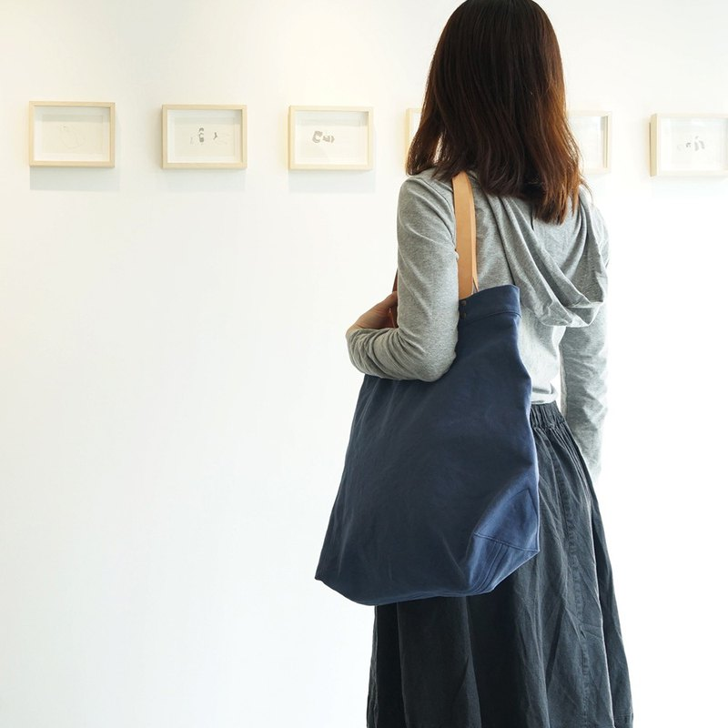 Mushroom MOGU / Canvas Shoulder Bag / Deep Blue / Whale