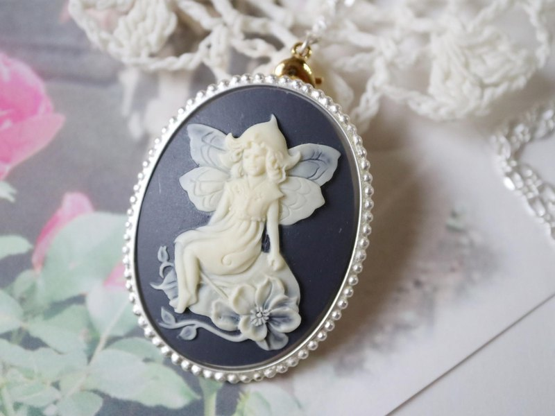 Cameo brooch necklace Covered with a hat Sitting on a leaf Fairy Charcoal gray