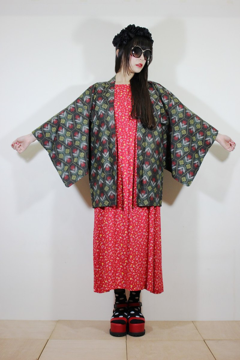F2066 [Nippon kimono] (Vintage) black hexagonal red checkered pattern arrangement Japanese kimono haori (お wa ri)