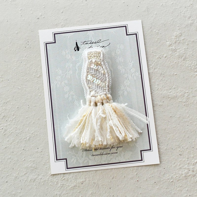 Bead embroidery tassel brooch /white