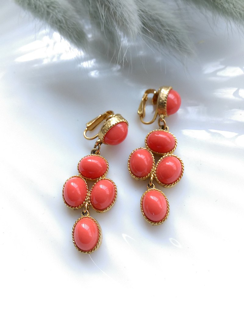 [Western antique jewelry / old age] 1970's draped coral orange premium clip earrings