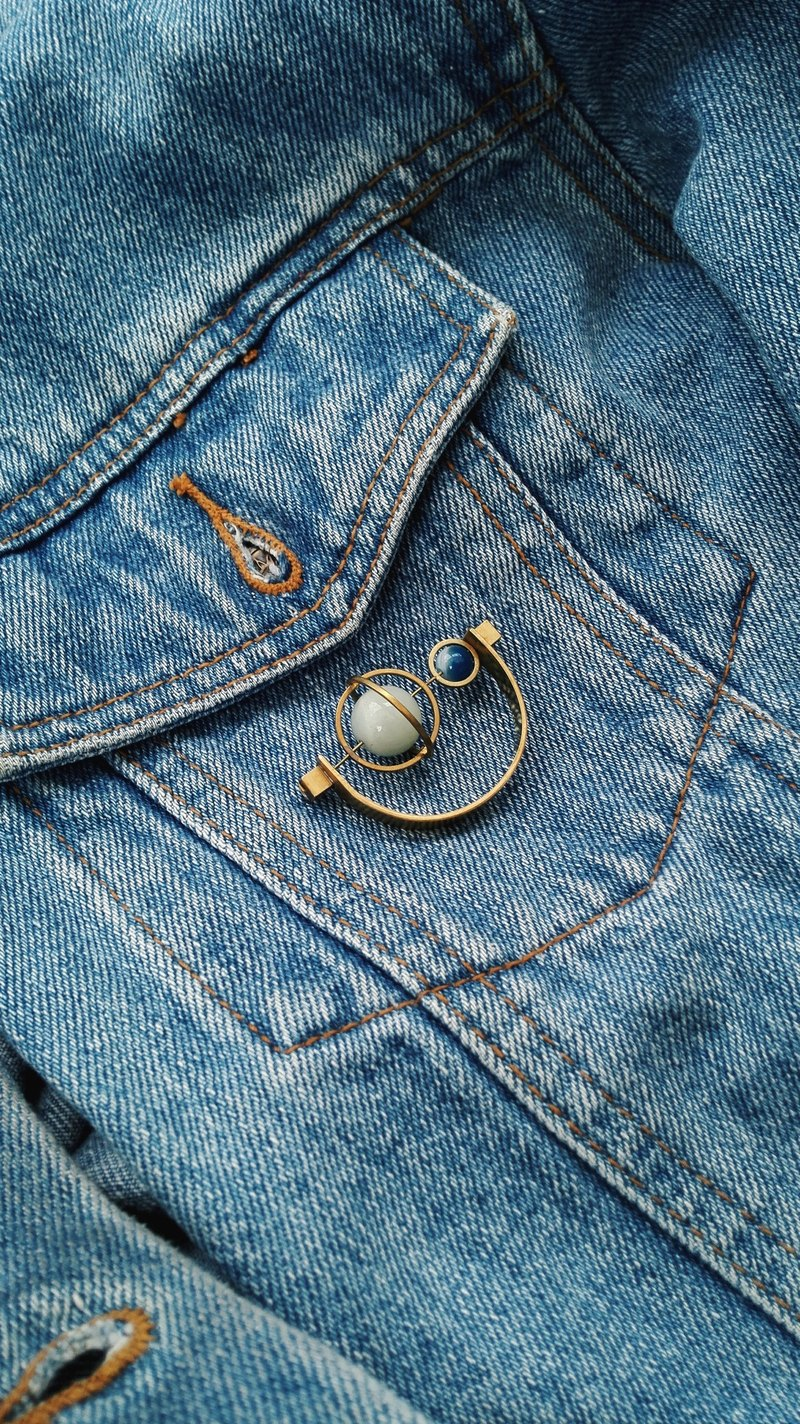 [Mush] Half Moon Brooch