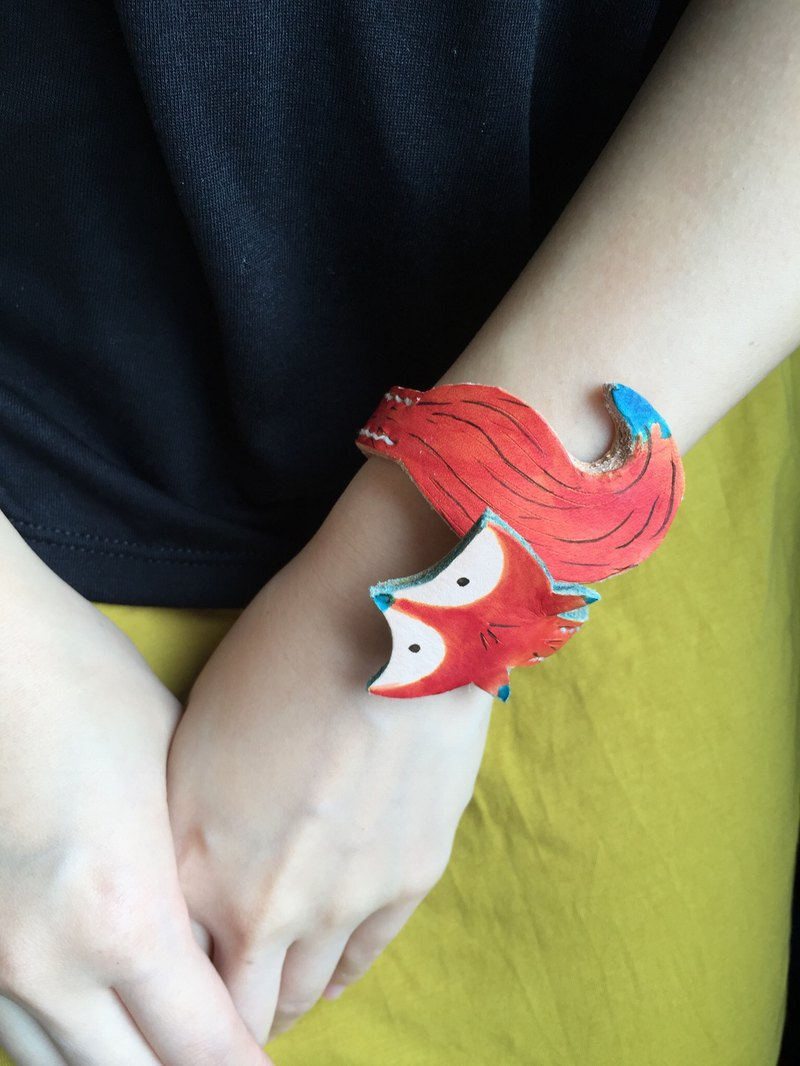 Genuine leather handmade adjustable fox bracelet
