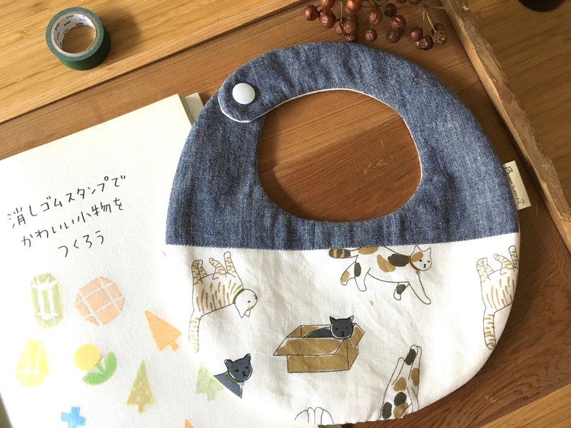 Bugoo baby bib pocket forest cat denim blue