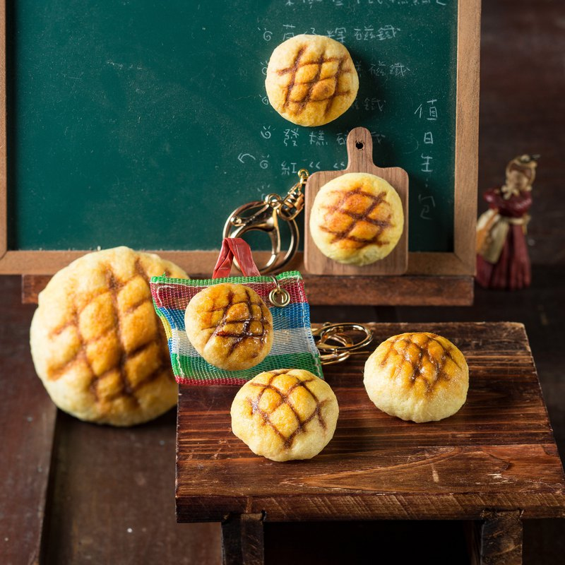 Realistic wool felt small pineapple bread (magnet/pin/key ring/qizhi bag)