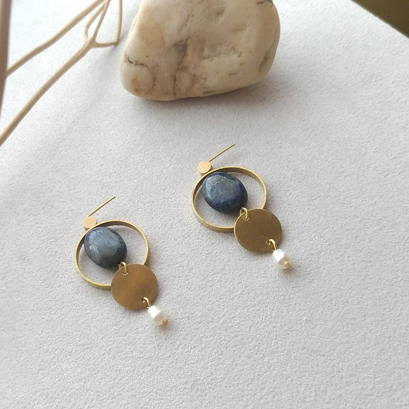 E056-Dialogue-Brass Lapis Pearl Needle Clip Earrings