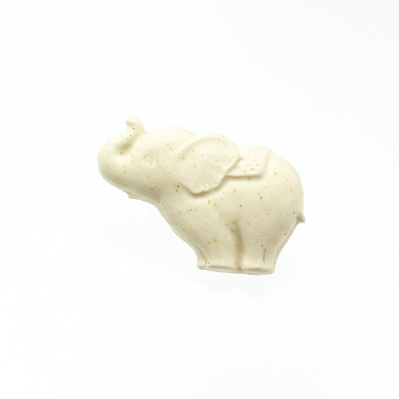 ceramics brooch elephant off white