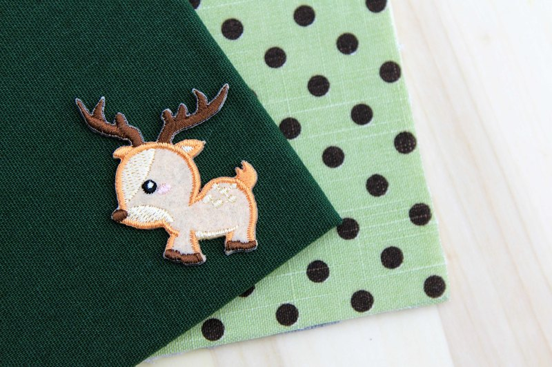Fawn love running self-adhesive embroidered cloth stickers - Forest cute animal series