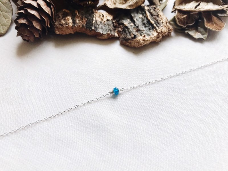:: Little Silverstone ::: Single Apatite Very Fine Zero Bracelet
