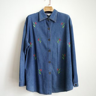 Pumpkin Vintage. Vintage embroidered flower denim shirt