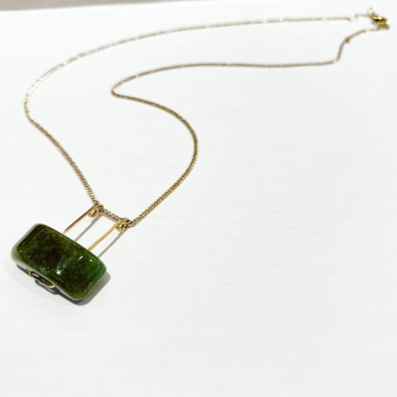 Copper hand made rectangular copper line trapezoid grandmother green agate necklace agate necklace clavicle short _ medium long necklace