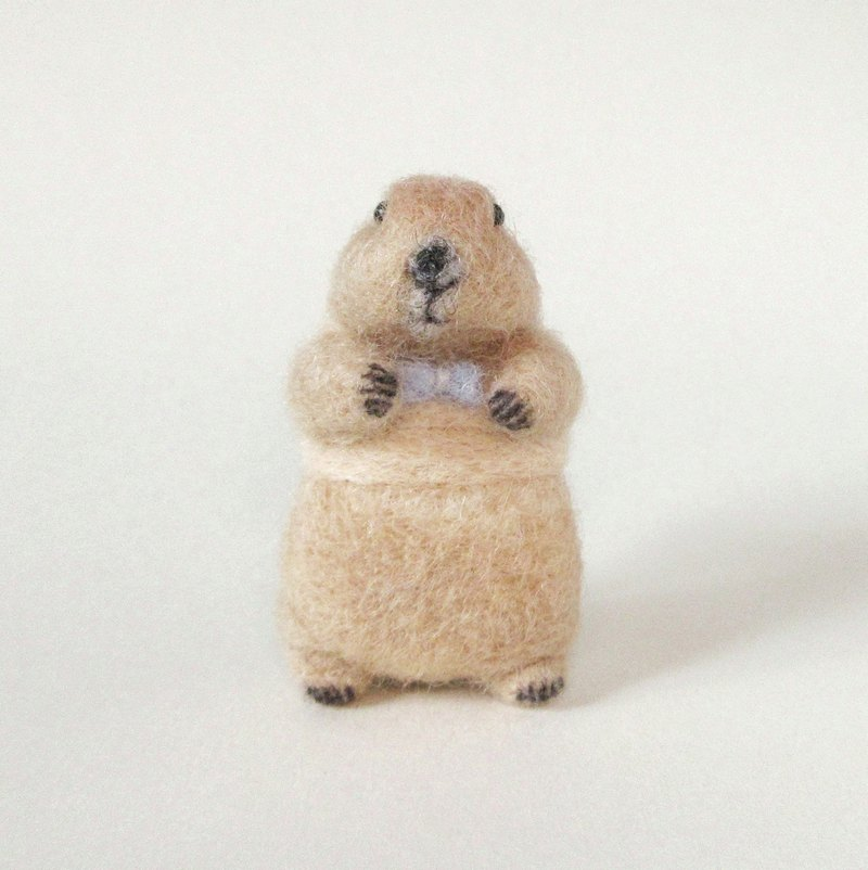 Needle felted prairie dog brooch(Yellow vest)