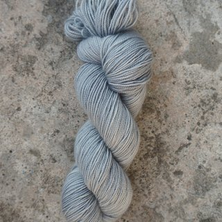 Hand dyeing line. Morning gray. (BFL100% / HT)