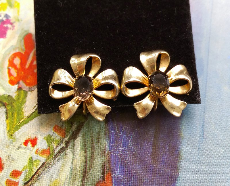 [Western antique jewelry / old age] Elegant bow clip earrings