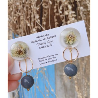 Blooming moment dry flower original earrings pure white fungus pin / ear clip