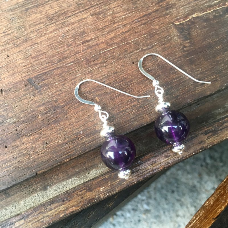 AG 26: sterling silver hook earrings with amethyst.