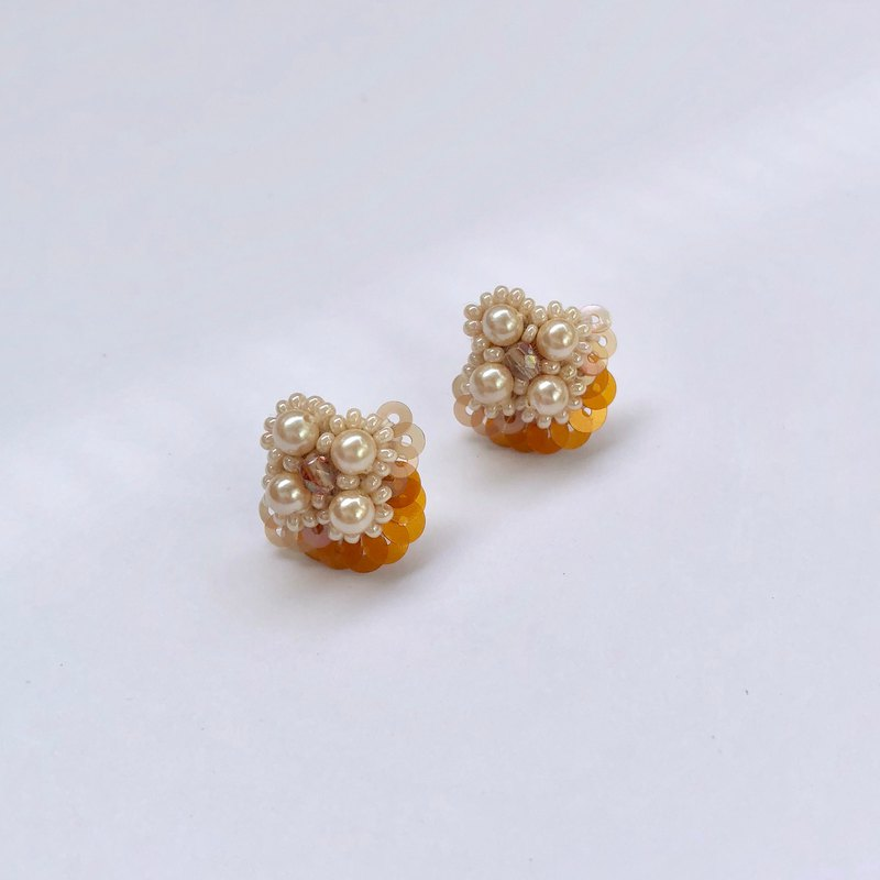 Mini Pearl flower earrings Orange