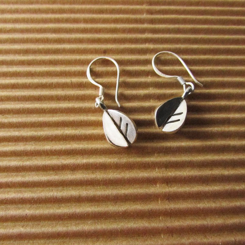 Leaf a earring_Leaf a earrings 925 sterling silver limited designer hand made with brand packaging