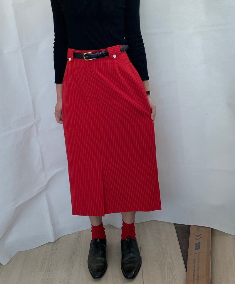 Ancient red striped straight skirt