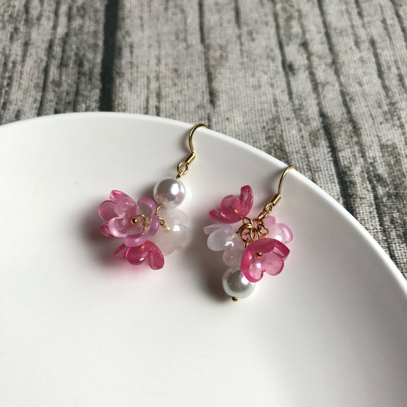 Plum flower pearl earrings