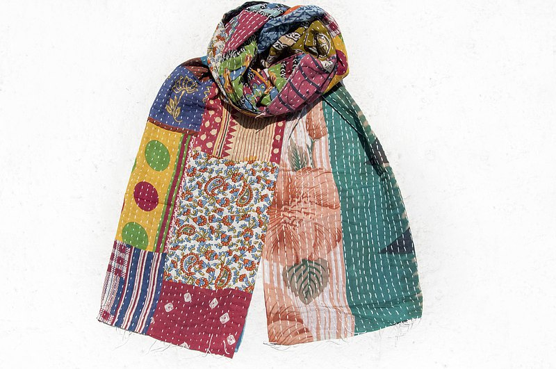 Hand-stitched sari cloth scarf / embroidered scarf / embroidered scarf / hand-sewed sari silk scarf
