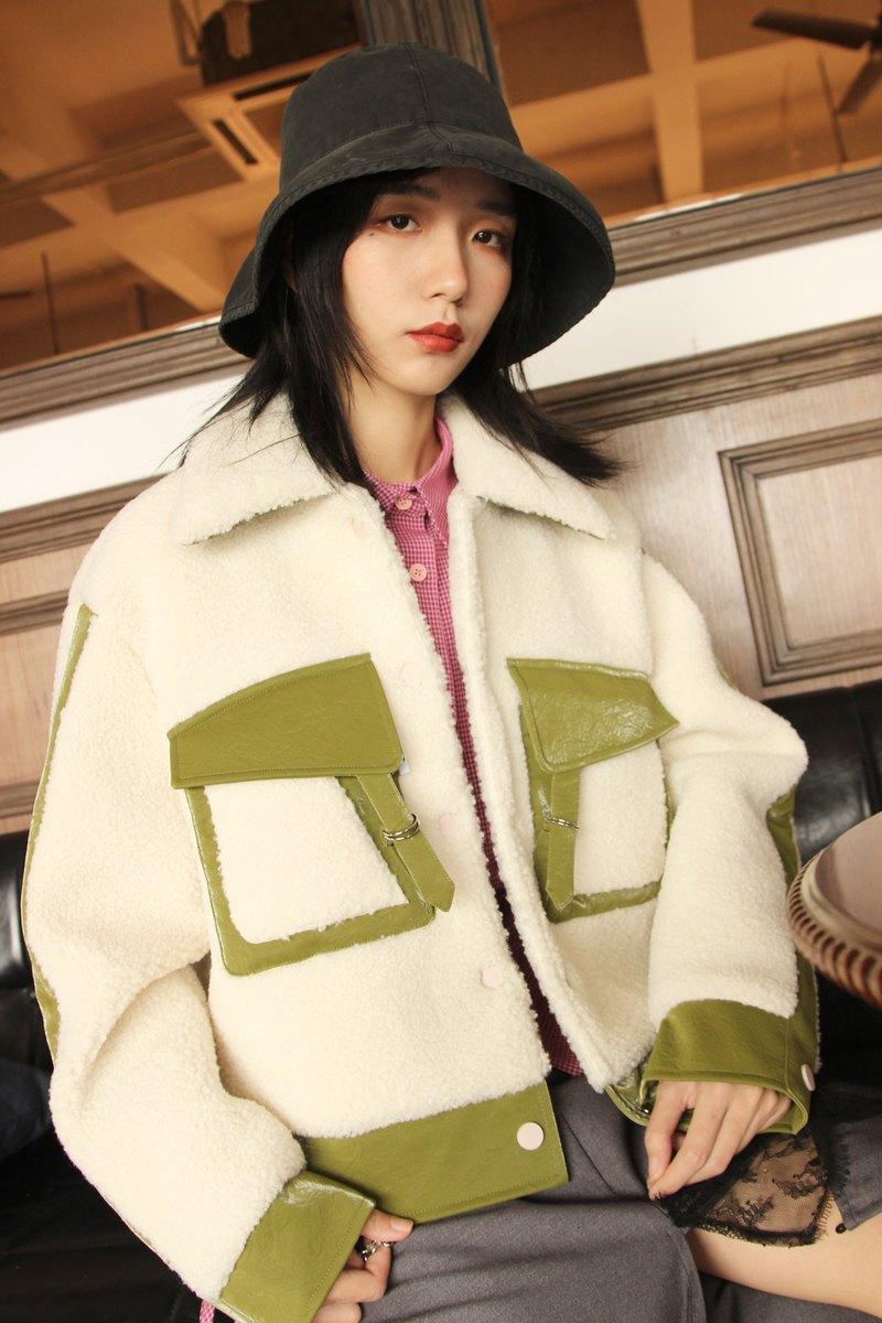 Ultra-thick warm short paragraph silhouette lamb lamb stitching jacket autumn and winter