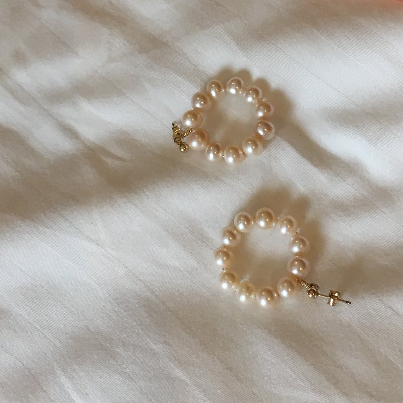 ITS-E155 [Pearl Earrings] 22 Pearl Circle 14kgf Stud Earrings