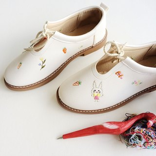 Embroidered shoes (rabbit)