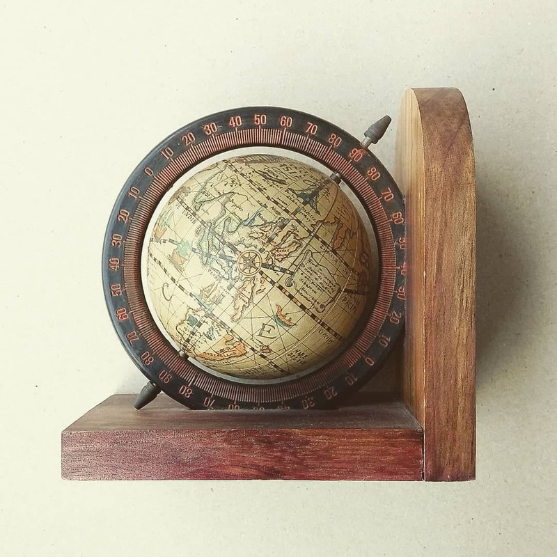 American antique ornaments - retro old globe modeling wooden bookends
