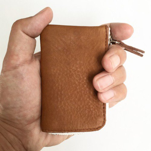 A small mark case with beef shrink leather and beef velor [Brown]