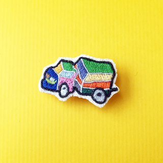 Mini hand-embroidered brooch/pin color minivan