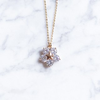 """Limited edition"" limited edition 5 flower-shaped star zircon zircon fine necklace"