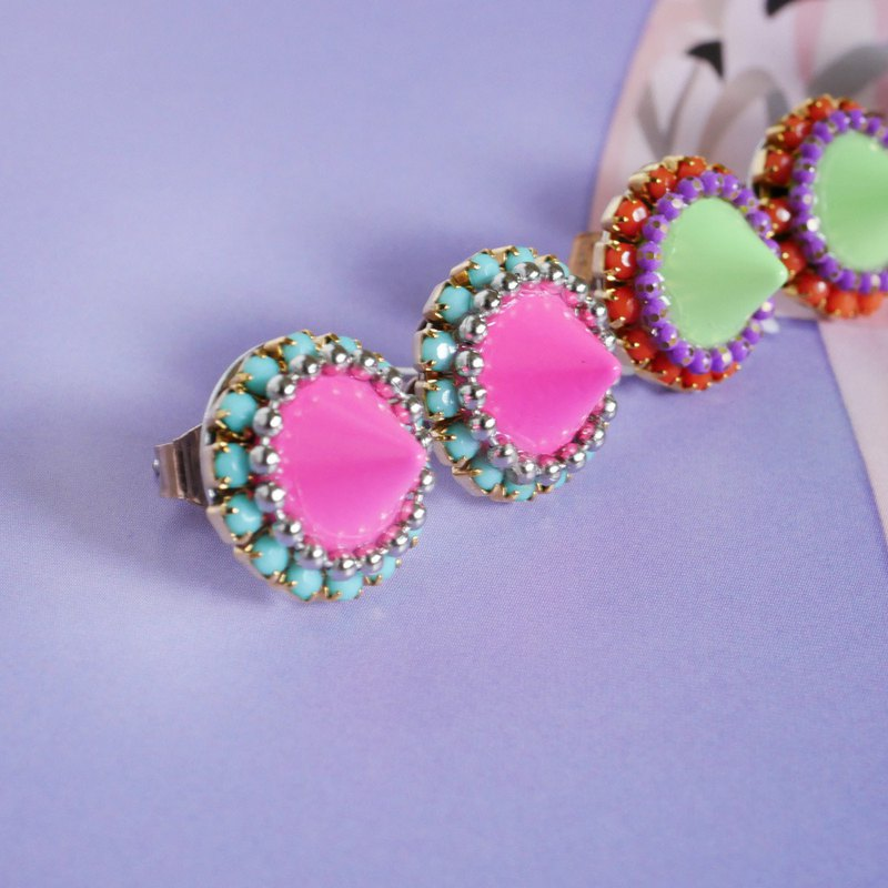 Spice studs || Earrings / earrings || Pink